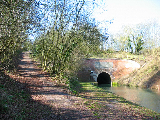 canal tunnels in the uk